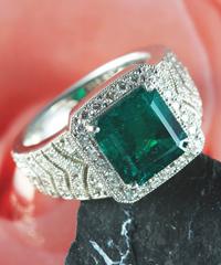 プラチナエメラルドダイヤモンドリング