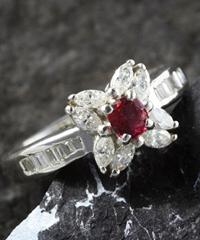 プラチナレッドベリルダイヤモンドリング